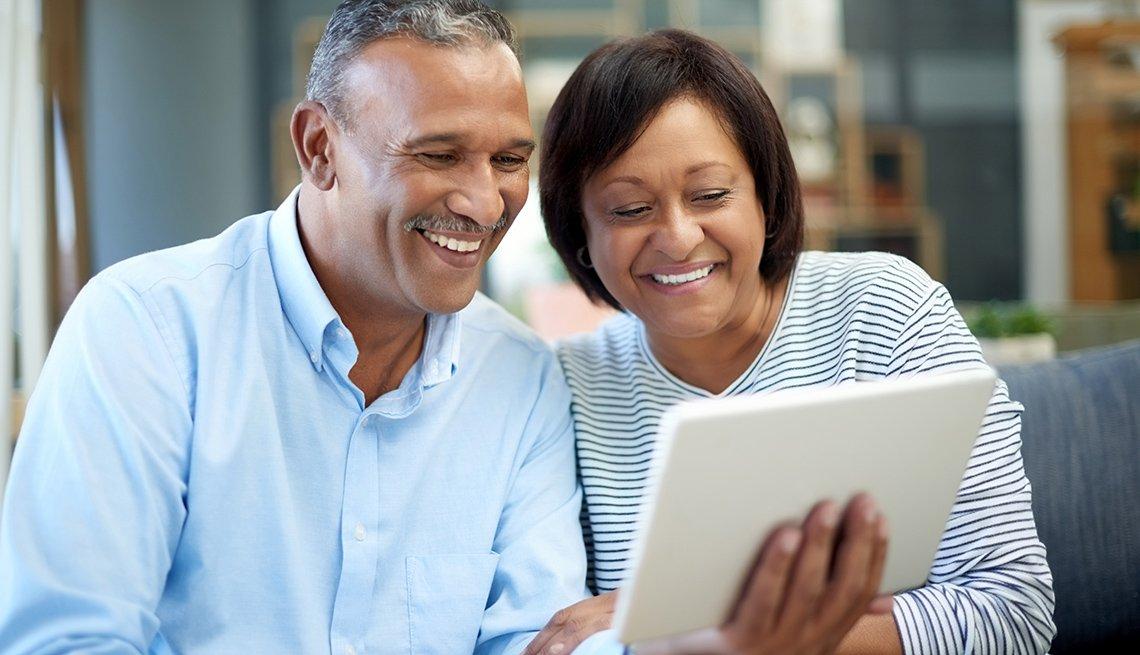 Los usuarios con dispositivos Apple pueden hacer videollamadas a familiares y amigos usando una función de video chat con FaceTime
