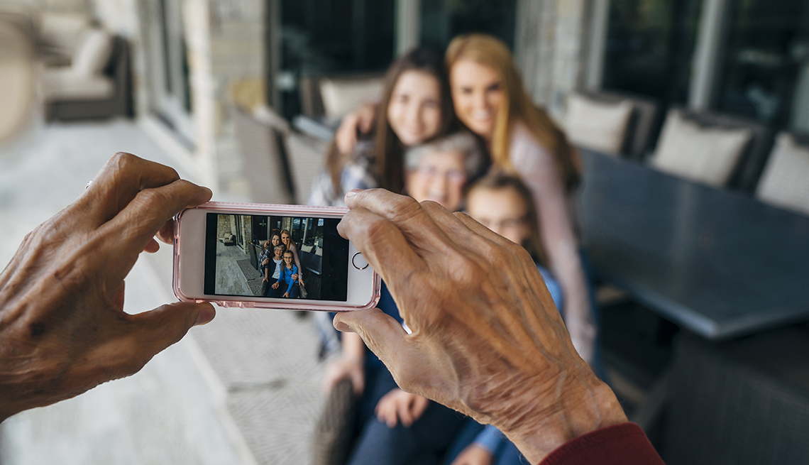 Grandad takes photo of his wife and grandchildren