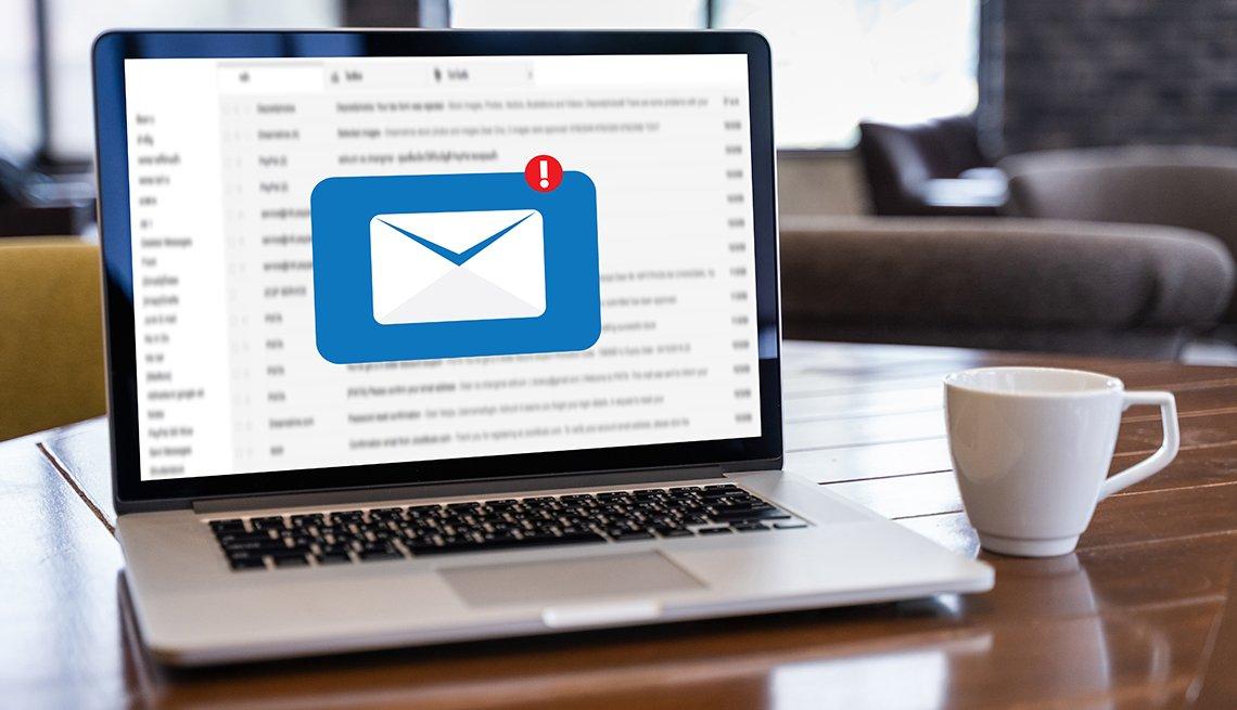 Computadora portátil con una imagen gráfica de un correo electrónico entrante