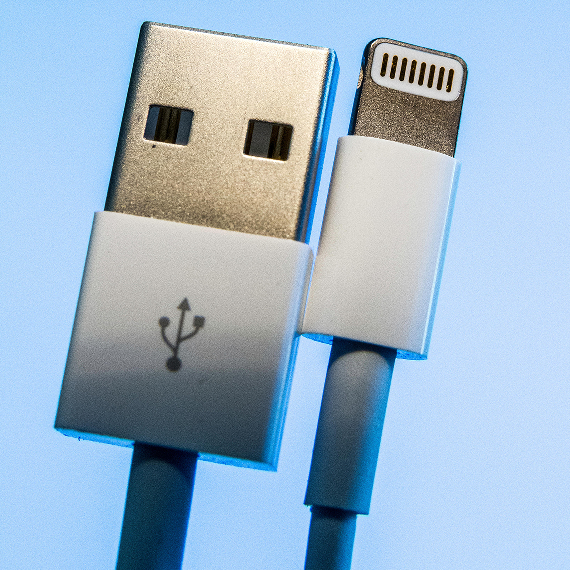 a lightning to u s b connector used for apple products