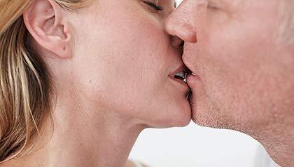 Pareja besándose - Técnicas eróticas avanzadas