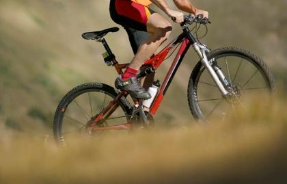 Ciclismo: más de tres horas a la semana en un asiento estrecho, puede causar deterioro en la erección