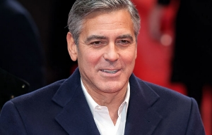 George Clooney se comprometio con Amal Alamuddin.