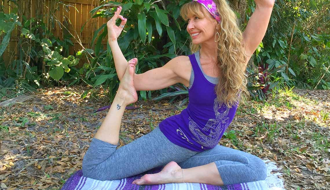 4 Tipos De Yoga Que Puedes Comenzar Despues De Los 50