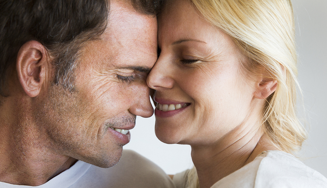 Couple Rub Heads, Embrace White Shirts, Make Your Relationship More Romantic