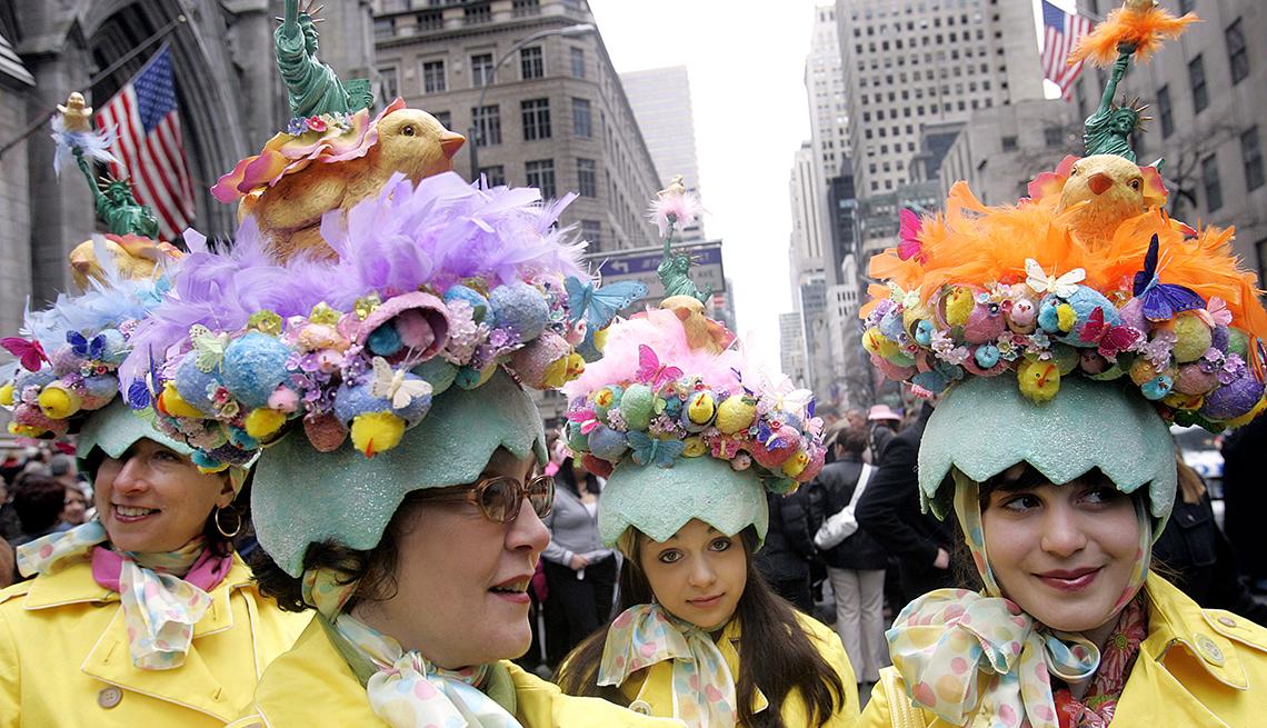 item 3 of Gallery image - Easter Bonnets, City Chicks, Semana Santa, una tradición de fe