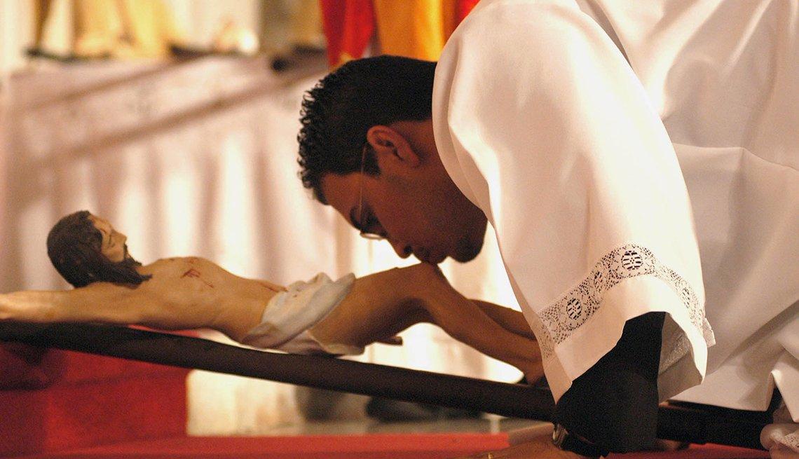 item 8 of Gallery image - Priest Kisses Crucifix, Semana Santa, una tradición de fe