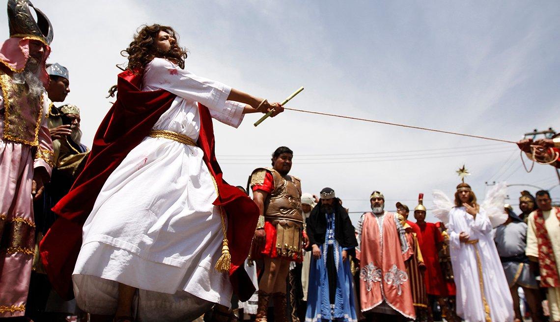 item 1 of Gallery image - Passion of the Christ, Semana Santa, una tradición de fe