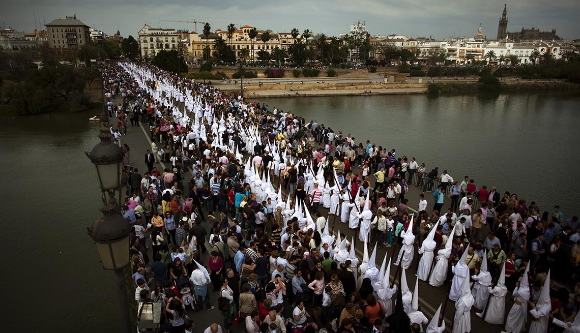 item 7 of Gallery image - Spain Holy Week, Semana Santa, una tradición de fe