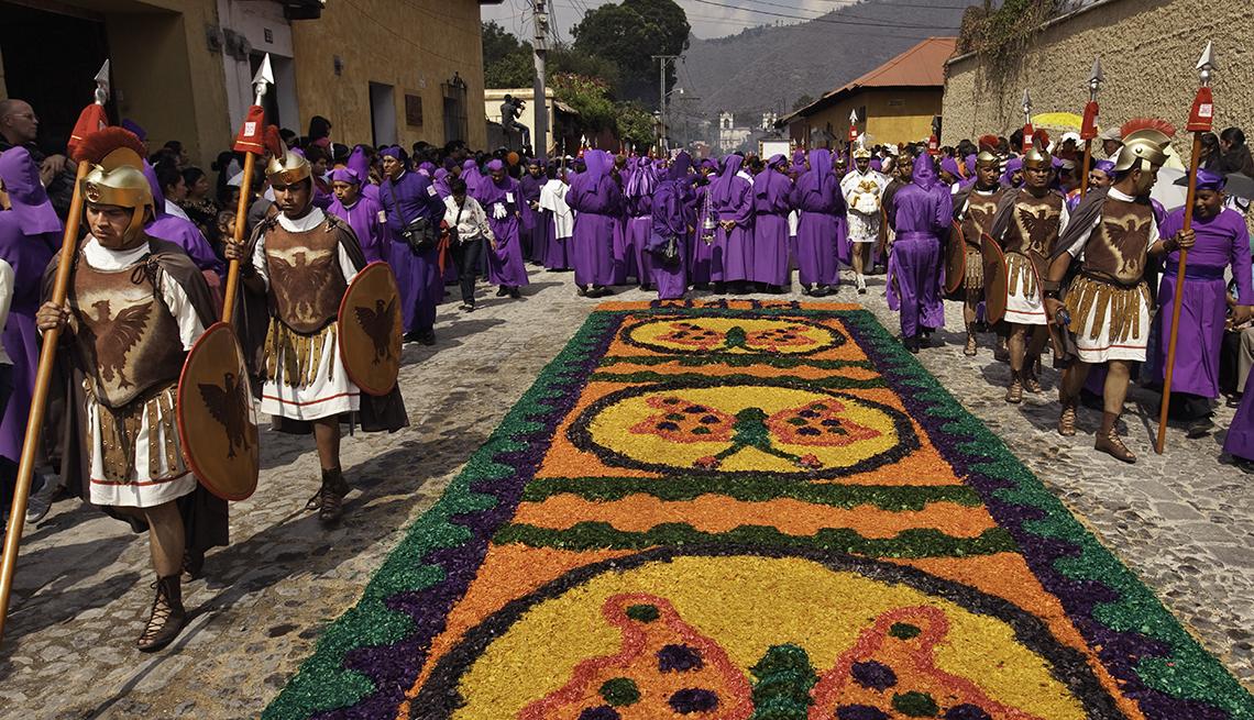 item 5 of Gallery image - Soldiers, Sawdust Art, Semana Santa, una tradición de fe