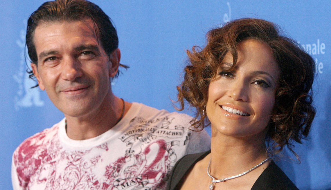 Spanish actor Antonio Banderas and US actress and singer Jennifer Lopez pose during a photocall for the film