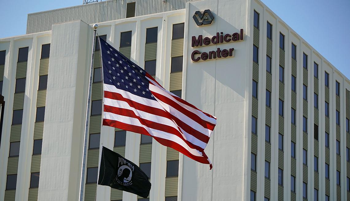 Fachada del Centro Médico de Asuntos de Veteranos de Tibor Rubin en Long Beach