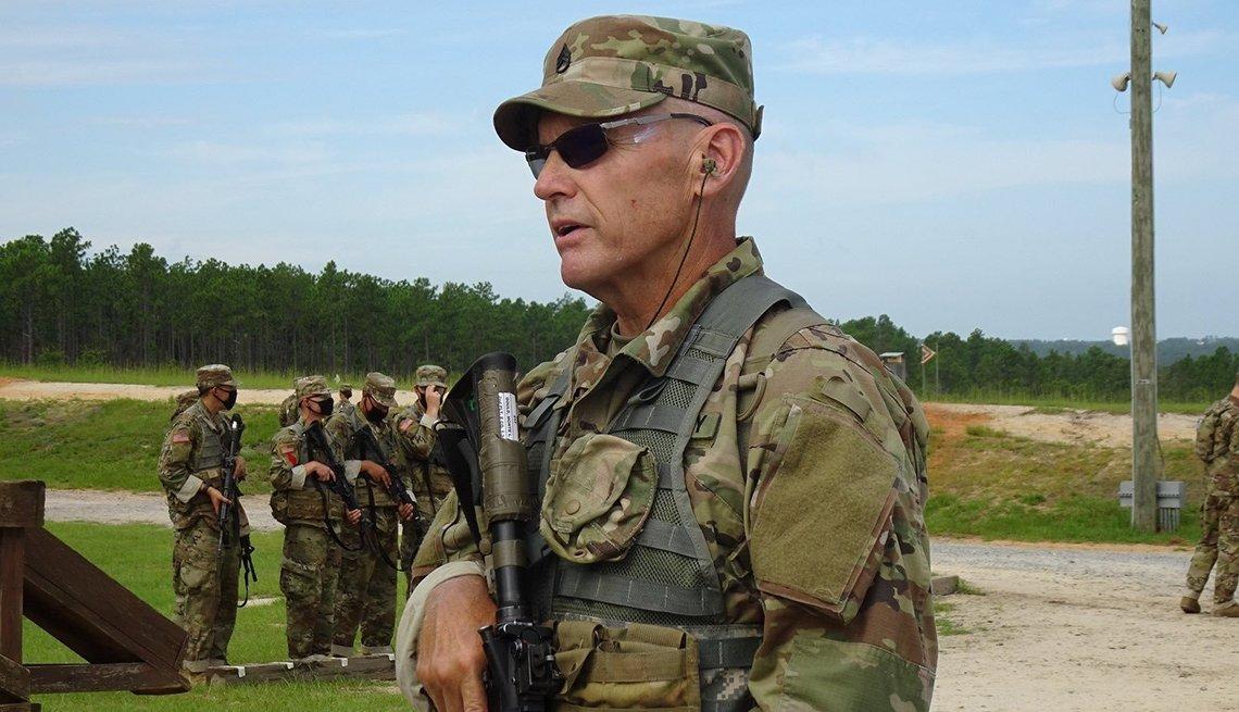 Monte Gould uniformado durante un entrenamiento militar