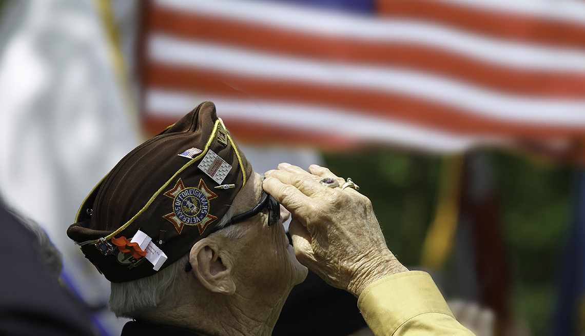Celebrate Veterans Day With 5 Inspiring Stories About Military Heroes
