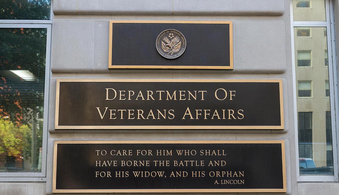 Letrero del edificio del Departamento de Asuntos de Veteranos en Washington DC