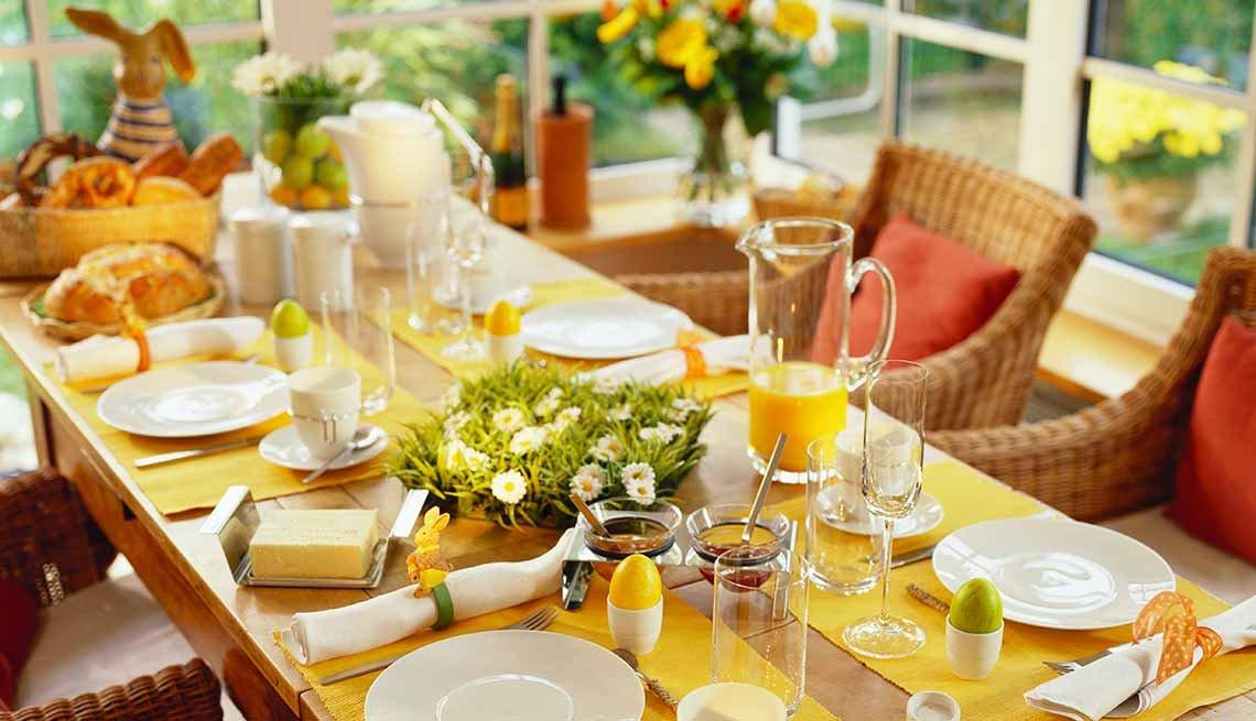 Cómo poner tu casa a tono con la Semana Santa - Mesa decorada