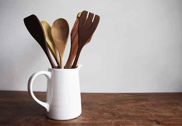 Errores que cometemos al limpiar y cómo evitarlos - Utensilios de cocina en madera