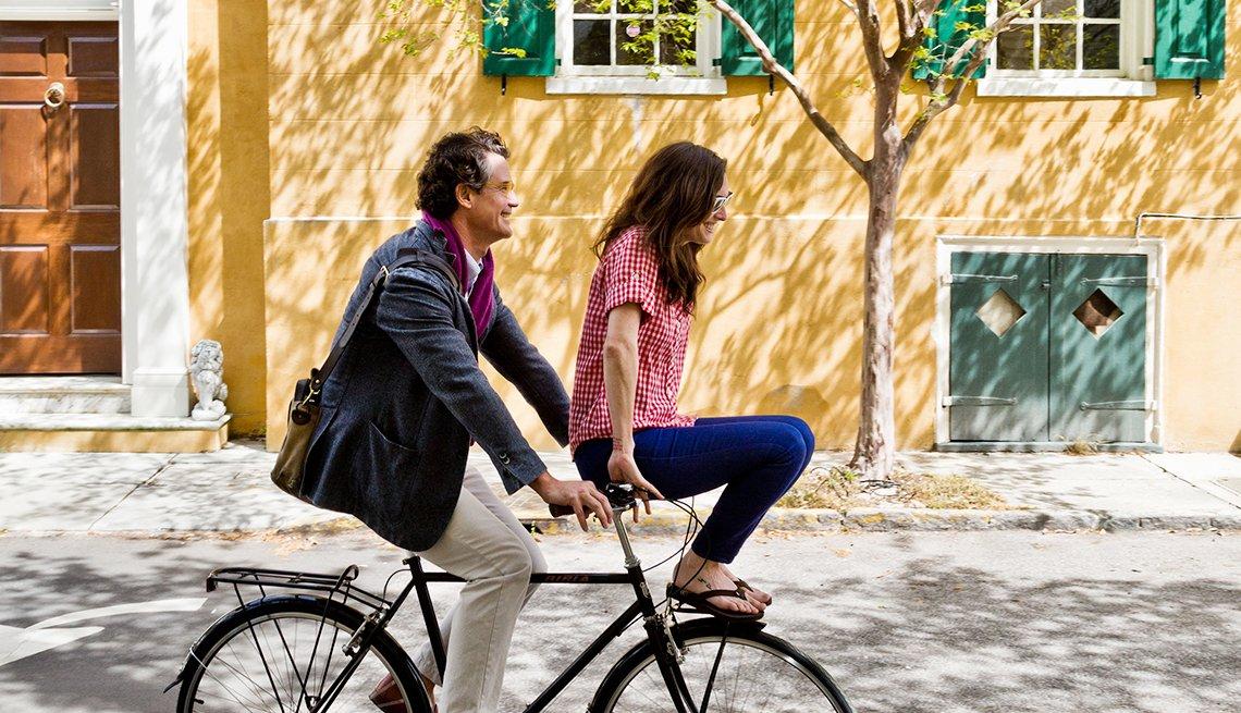 Bicycling through Charleston's South of Broad neighborhood