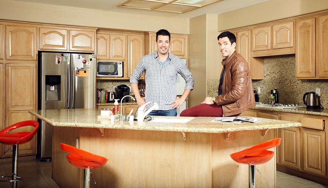 Drew and Jonathan Scott in the Bulgatz family kitchen--before