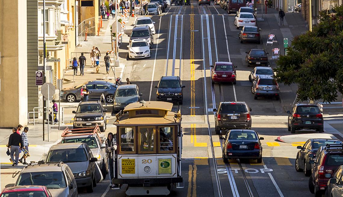 Un tranvía en una calle de San Francisco.
