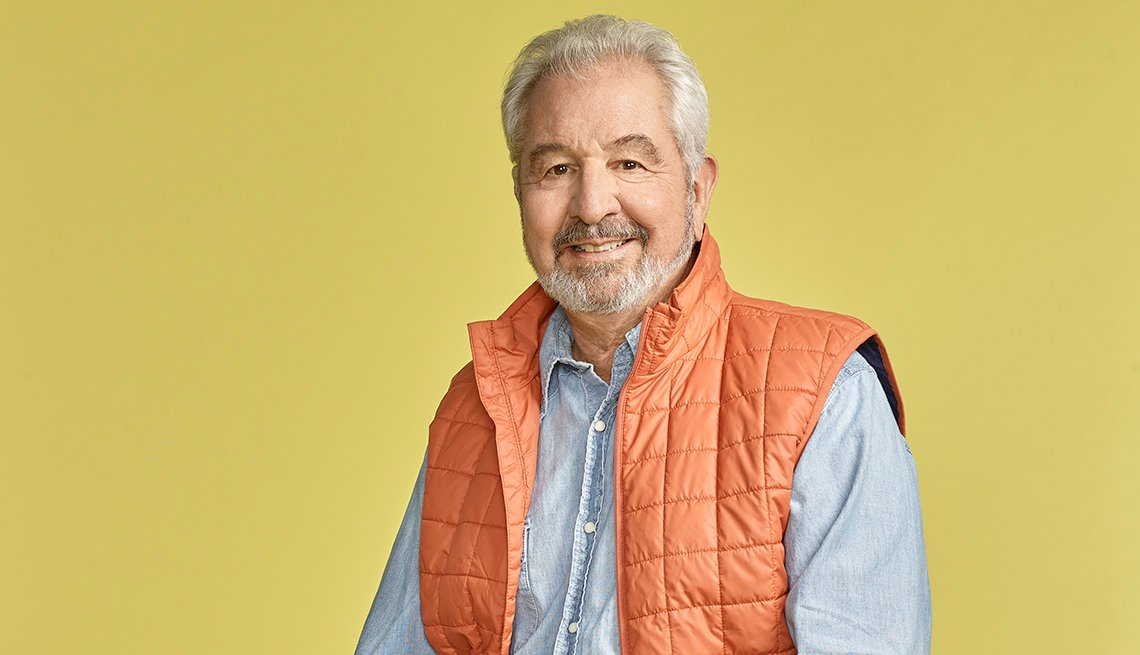 Headshot of Bob Vila