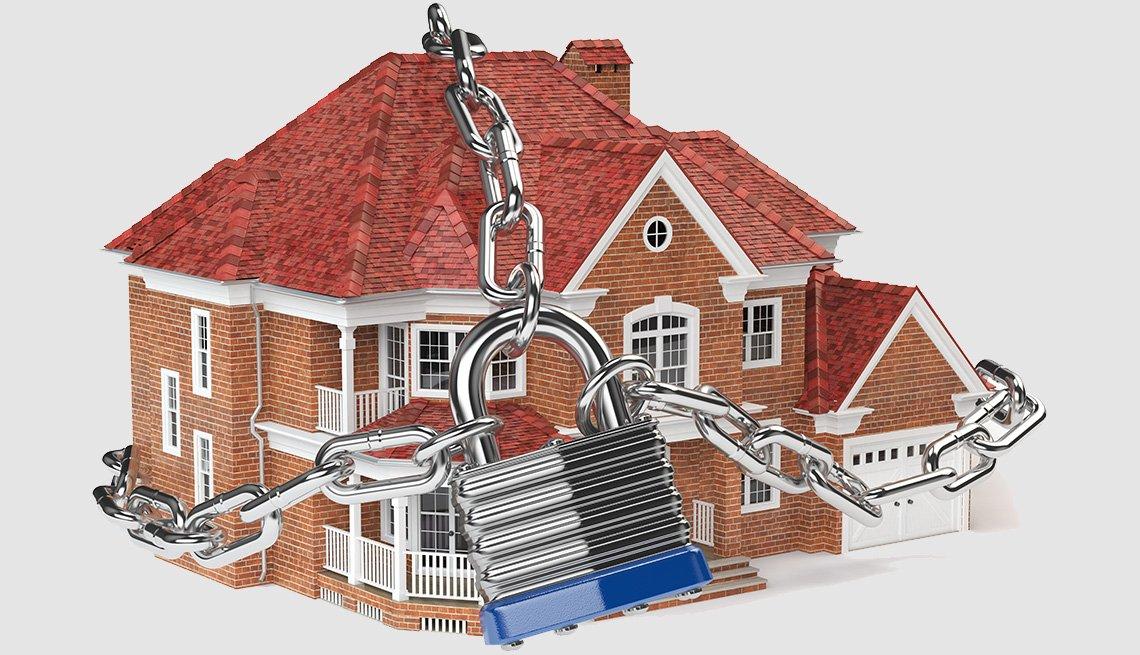 Ilustración 3D de una casa, concepto de seguridad para el hogar, con una cadena asegurada con un candado.