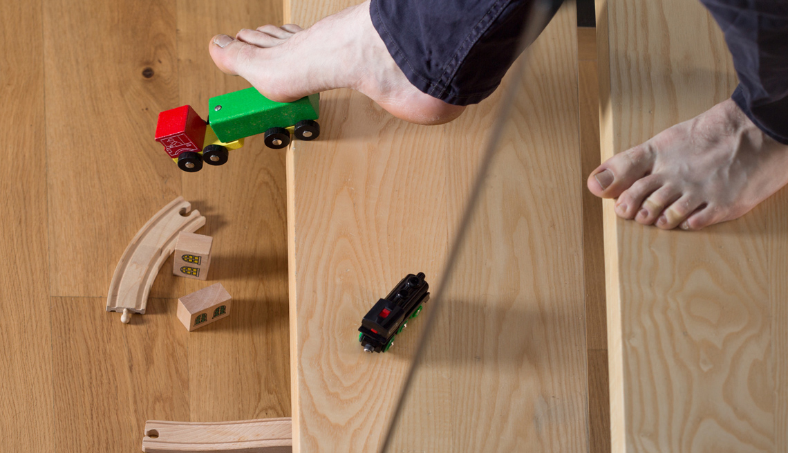 Juguetes infantiles en el piso