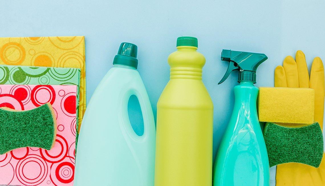 Productos de limpieza, esponjas y guantes
