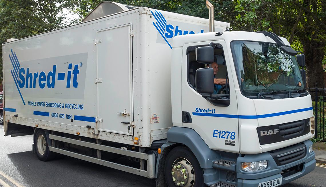 Camión que presta el servicio de trituradora de papel móvil