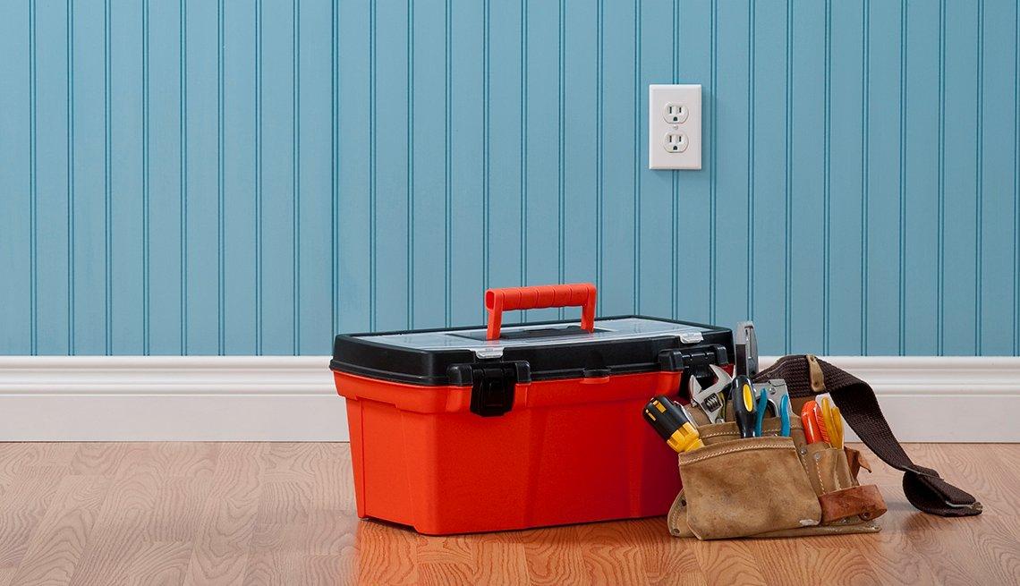 Caja de herramientas roja y cinturón de herramientas
