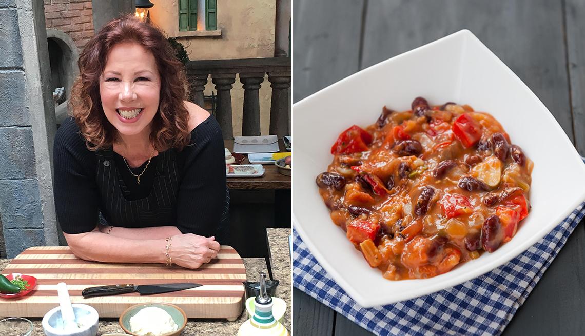 Christina Pirello y un plato de chili vegetariano