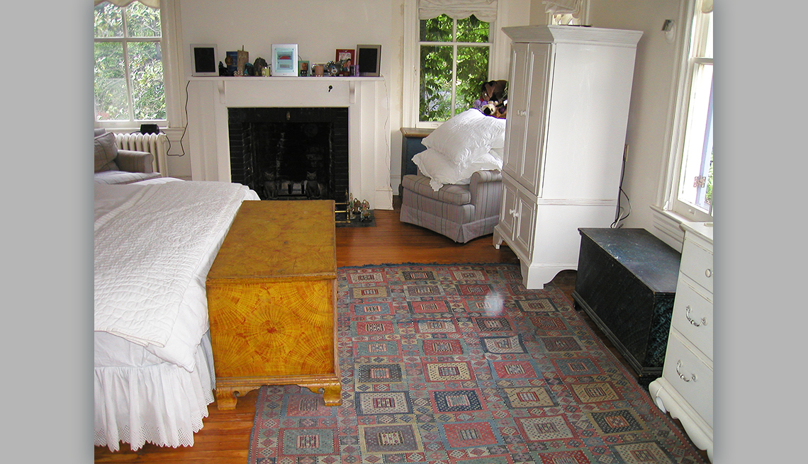 item 4 of Gallery image - neat bedroom after it has been decluttered