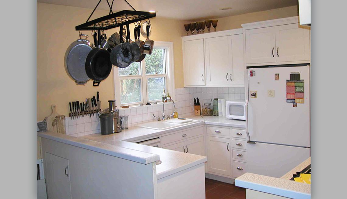 item 6 of Gallery image - Foto de una cocina ordenada y limpia después de haber sido ordenada