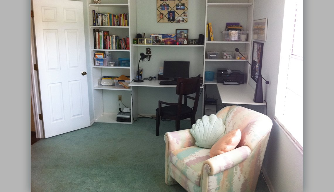 item 2 of Gallery image - after photo of an office de cluttered