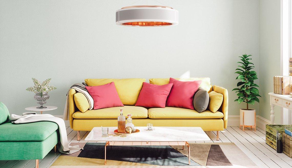 Interior de una sala de estar moderna diseñada con colores vibrantes