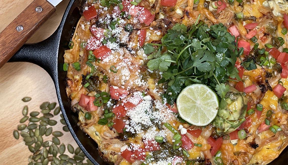 Enchiladas de pollo y chile verde en capas