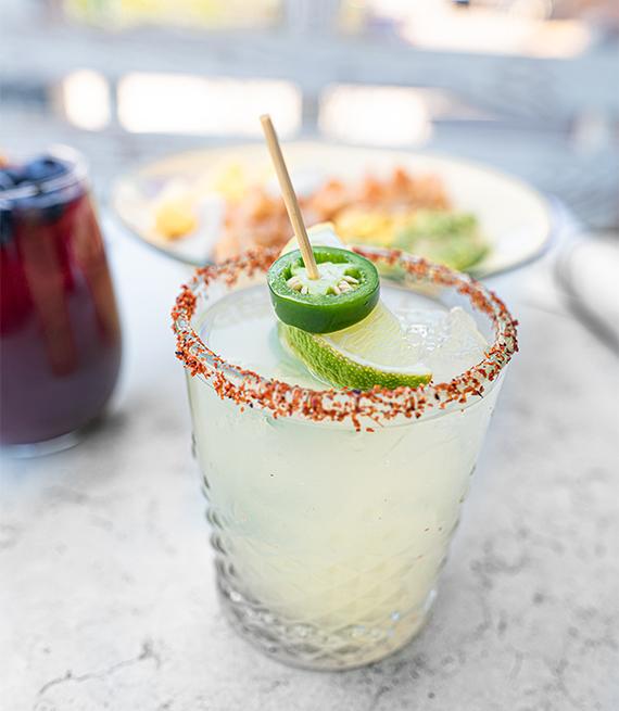 Margarita con limón y jalapeños
