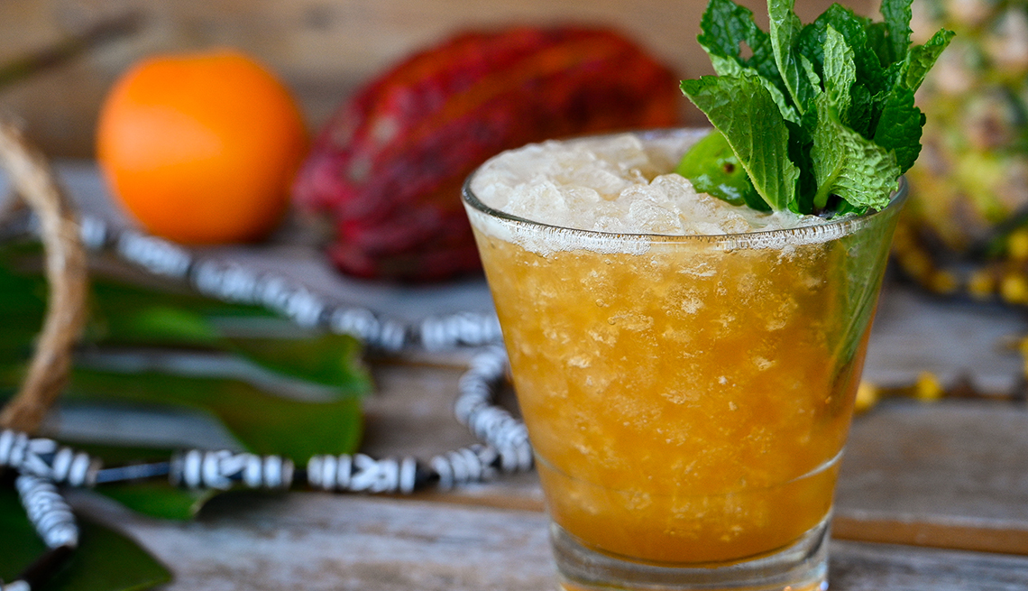 Bebida Mai Tai de ron jamaicano