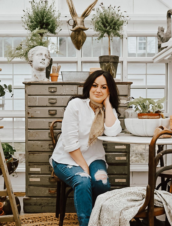 liz marie galvan author of the book cozy white cottage