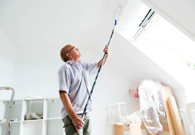Hombre pintando - 10 ideas para arreglar su casa