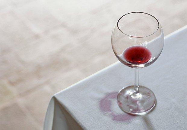 Manchas de vino - Arreglos de pequeños accidentes de la casa