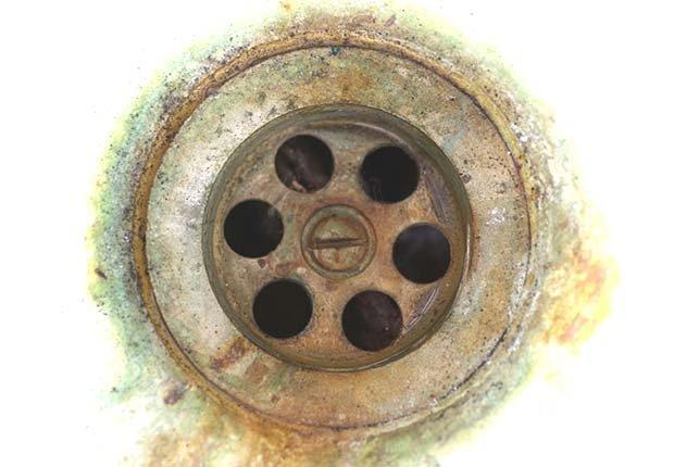 Manchas en el lavaplato - Arreglos de pequeños accidentes de la casa