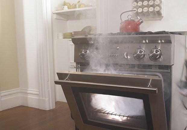 Humo en la estufa - Arreglos de pequeños accidentes de la casa