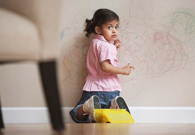 Manchas de lápiz en la pared - Arreglos de pequeños accidentes de la casa