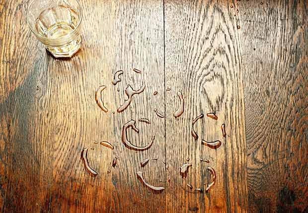 Marcas de agua en la madera - Arreglos de pequeños accidentes de la casa