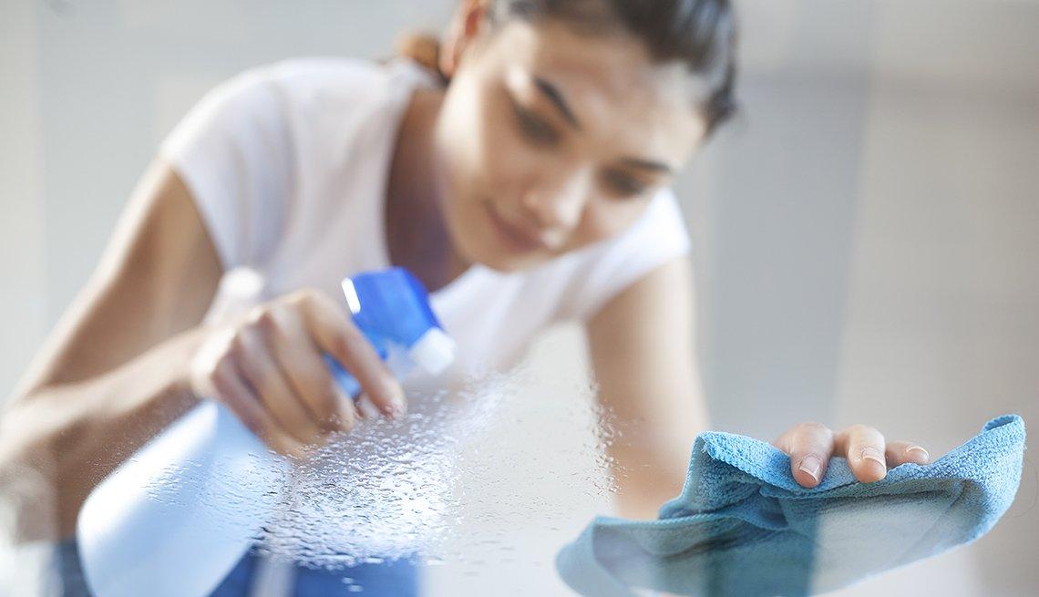 Líquidos que no deben faltar en la limpieza de casa