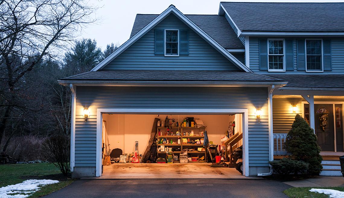Casa con garage abierto