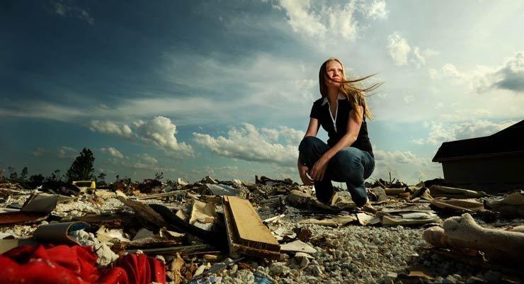 Jennifer Adair en el lugar donde ella sobrevivió a un tornado que arrasó su casa - Cómo prepararse para un desastre natural