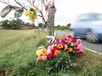 Flowers in a roadside memorial - USA map shows the number of vehicular deaths in each state