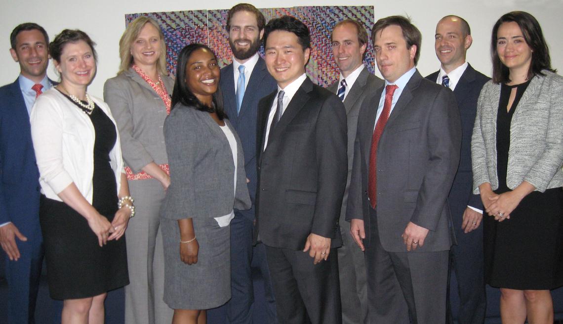 Grupo de personas de la Young Lawyers Alliance.